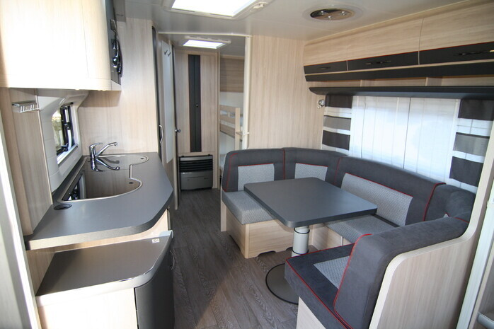 Wohnwagen Mit Etagenbett Und Dusche : Familien wohnwagen hobby 545 kmf deluxe 41902953 campanda.de