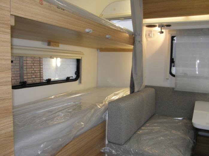 Wohnwagen Etagenbett Absturzsicherung : Adria altea pk praktischer wohnwagen campanda