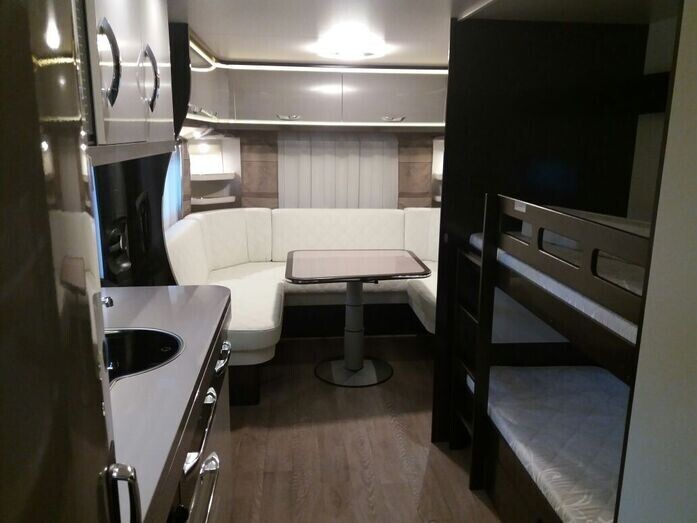 Wohnwagen Mit Etagenbett Und Französischem Bett : Luxus wohnwagen klima vorzelt tv mover campanda