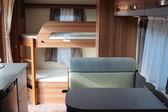 Wohnwagen Weinsberg Etagenbett : Verkauf von caraone fdk modell wohnwagen in deutschland